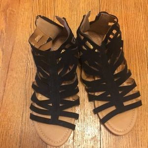 Black sandals with zipper